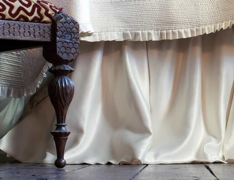 BATTERSEA GATHERED BED SKIRT / IVORY S&S 3/22X86