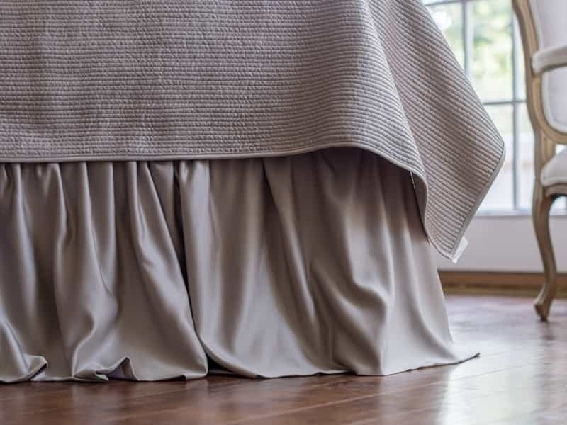 BATTERSEA GATHERED BED SKIRT / TAUPE S&S 3/22X86