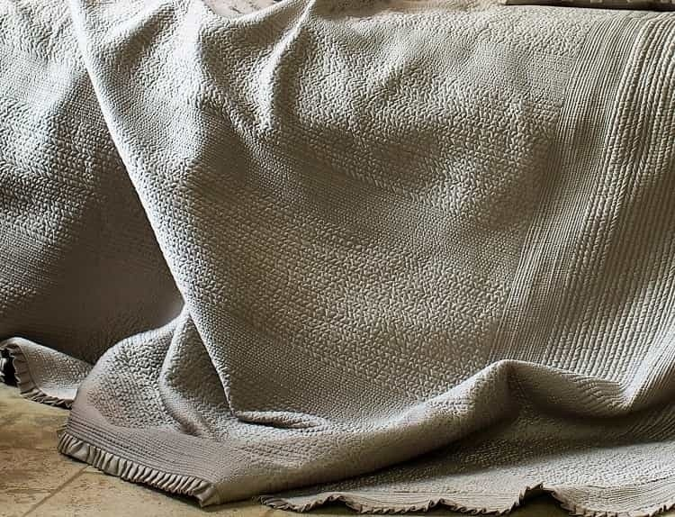 BATTERSEA KING BEDSPREAD / TAUPE S&S 118X118
