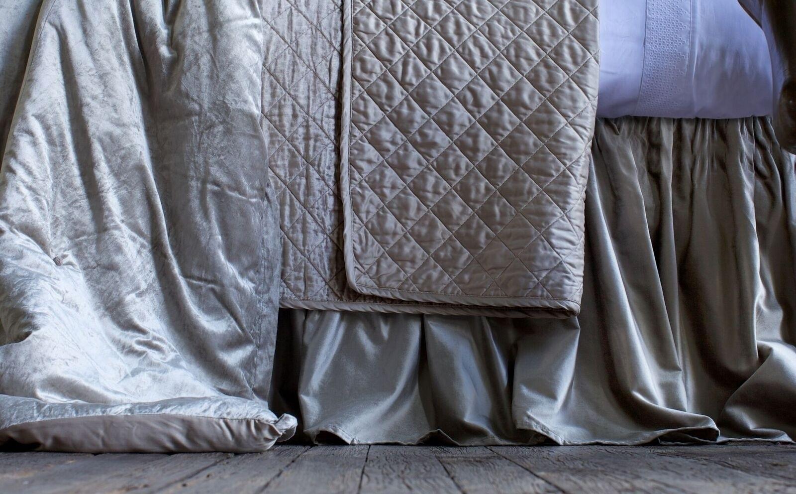CHLOE GATHERED 3 PANEL BED SKIRT / FAWN VELVET 3/22X86