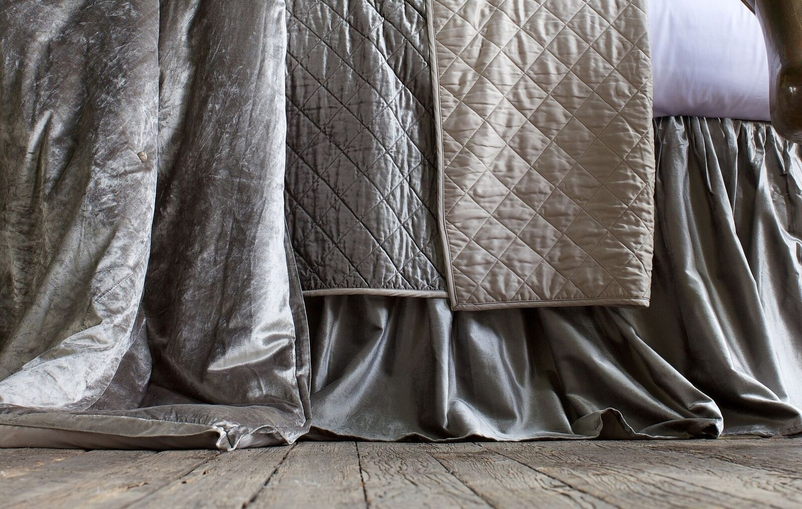 CHLOE GATHERED 3 PANEL BED SKIRT / SILVER VELVET 3/22X86