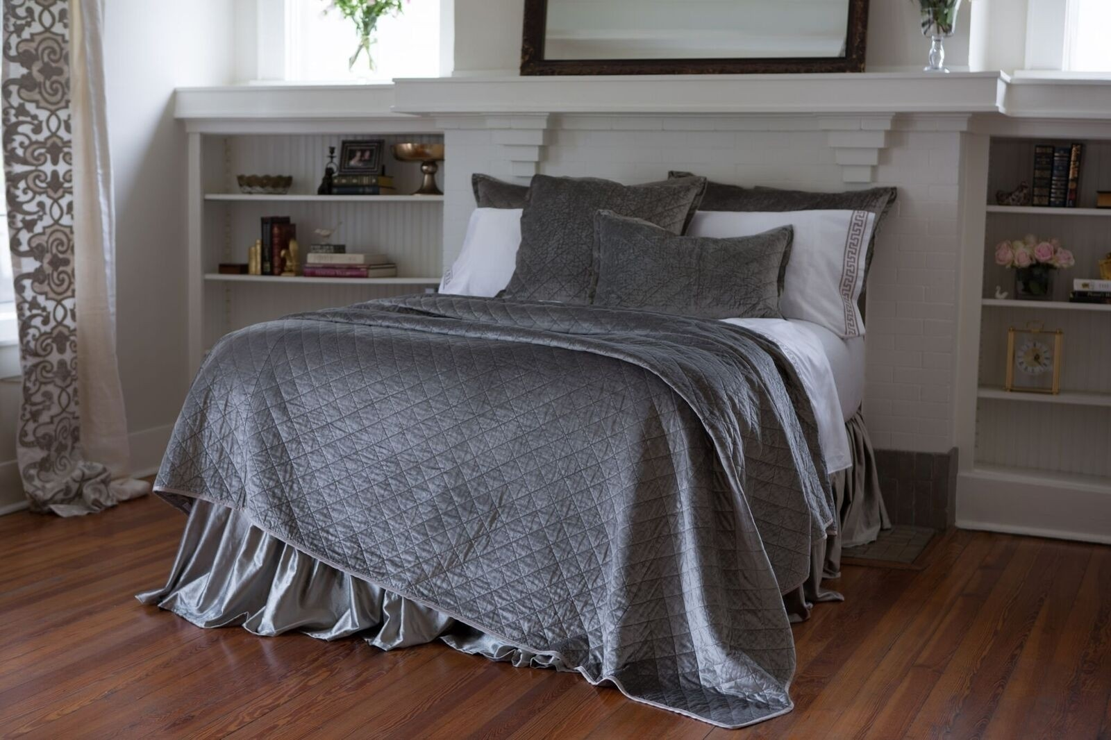 CHLOE KING COVERLET / SILVER VELVET 112X98