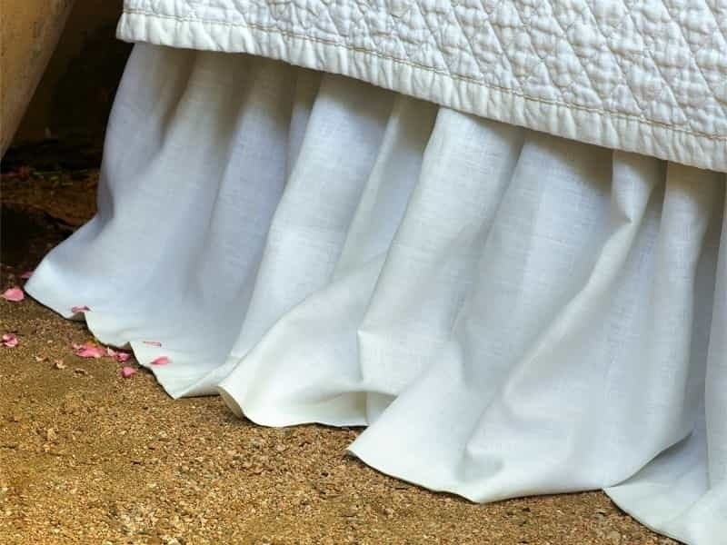 EMILY GATHERED BED SKIRT / WHITE LINEN 3/22X86