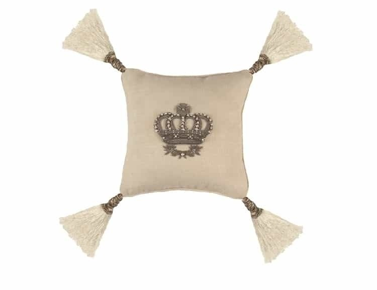 IMPERIAL CROWN SM. SQ. PILLOW / WHITE LINEN / SILVER ZARDOZI 10X10