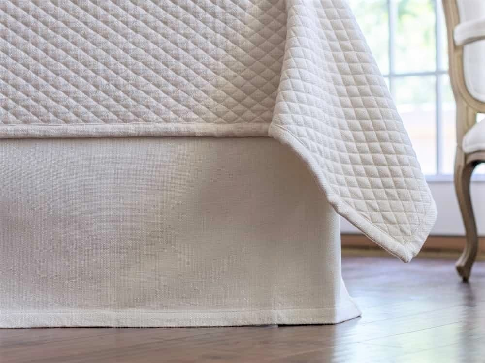 LAURIE TAILORED 3 PANEL BED SKIRT IVORY BASKETWEAVE 3/22X86