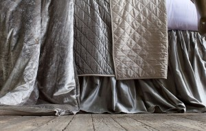 CHLOE GATHERED 3 PANEL BED SKIRT / SILVER VELVET 3/22X86