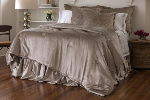 CHLOE QUEEN COMFORTLET CHAMPAGNE VELVET FRONT/CHAMPAGNE S&S BACK 96X98