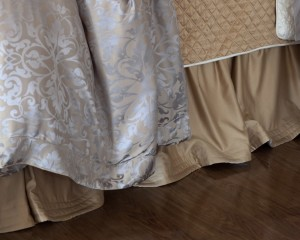 SILK & SENSIBILITY GATHERED BED SKIRT / IVORY S&S / ECRU S&S 3/22X86