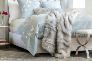 SILVER FUR THROW 42X98